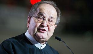 Ojciec Rydzyk chce więcej milionów. Do zbierania pieniędzy wciągnął posłów i senatorów.