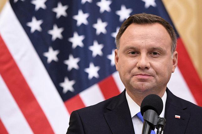 Sondaż. Polacy zgodni z opozycją w sprawie prezydenta Andrzeja Dudy