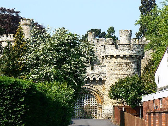 Po XI-wiecznym zamku pozostało bardzo niewiele.