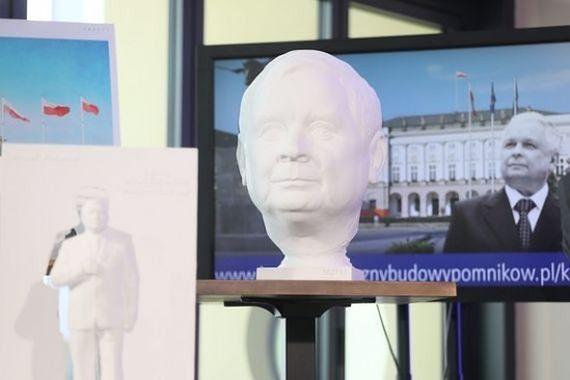 """Referendum ws. pomników smoleńskich? """"Niech warszawiacy się wypowiedzą"""""""