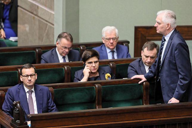 Premier Morawiecki i członkowie jego gabinetu podczas dyskusji nad nowelizacją ustawy o IPN