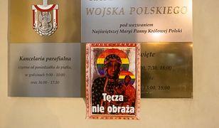 Jeden z plakatów pojawił się na murach Katedry Polowej Wojska Polskiego w Warszawie