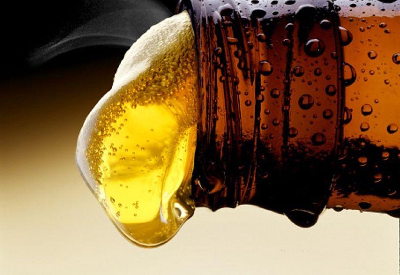 Nigdy nie łącz z alkoholem. Można poważnie uszkodzić wątrobę i nerki