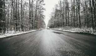 Pogoda. IMGW wydaje ostrzeżenia: śliskie drogi o poranku