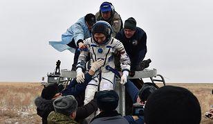 Sergiej Wołkow opuszcza kapsułę