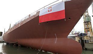 """Zdjęcie archiwalne z 2009 r. - uroczyste wodowanie korwety """"Gawron"""" w Stoczni Marynarki Wojennej w Gdyni"""