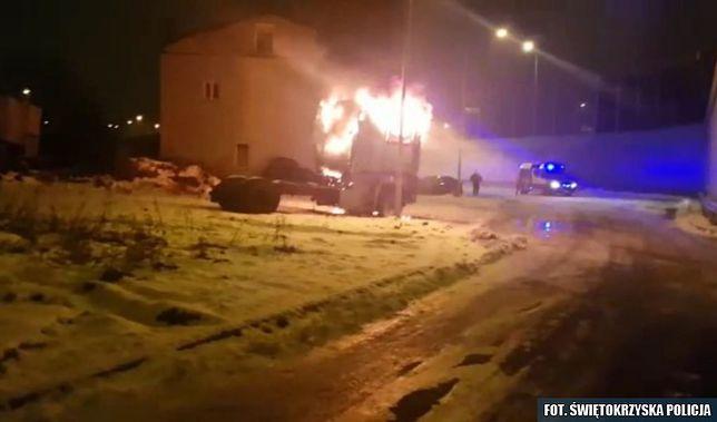 Zapłonęła ciężarówka z człowiekiem w środku. Policjanci ruszyli na ratunek