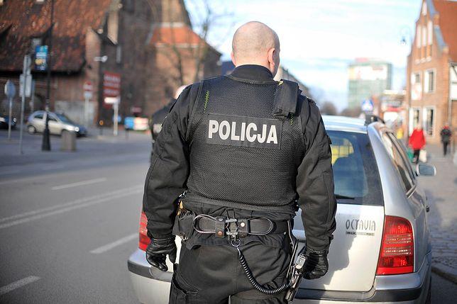 Morderstwo 20-letniej Kai, której ciało ukryto w wersalce. Policjant usłyszał zarzuty