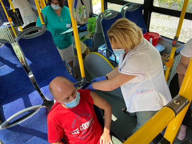 Sosnowiec. Na ulice miasta wyjechał autobus, w którym każdy chętny będzie mógł się zaszczepić.