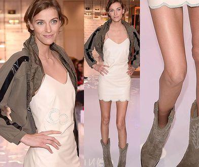 Przeraźliwie chuda Renata Kaczoruk w nocnej koszulce na salonach. Co za nogi!