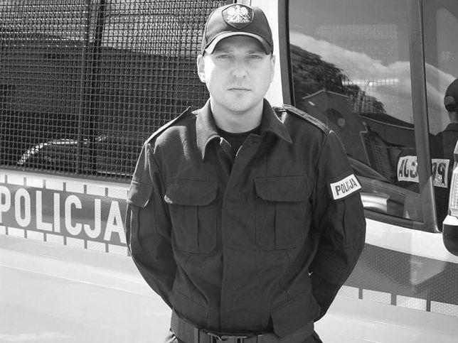 Koronawirus. Policjanci żegnają zmarłego kolegę Mateusza Króla