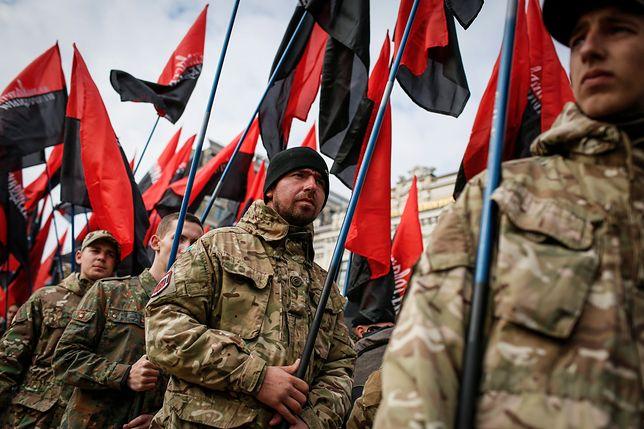 Czerwono-czarna flaga budzi wśród Polaków fatalne skojarzenia
