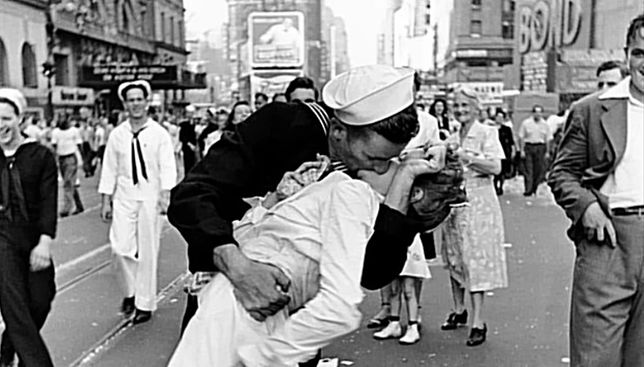 Pocałunek na Times Square w Nowym Jorku