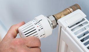Aby głowica termostatyczna dobrze spełniała swoją funkcję, nie może być niczym przysłonięta ani zabudowana.