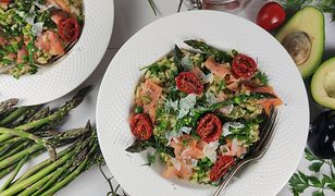 Kremowe risotto z łososiem i podsuszonymi pomidorkami