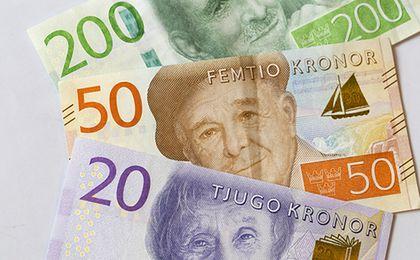 Szwedzka korona: Riksbank uruchamia nowe maszyny drukarskie. Złoty i tak traci