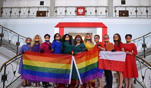 Zaprzysiężenie Andrzeja Dudy. Zagraniczne media o posłankach Lewicy