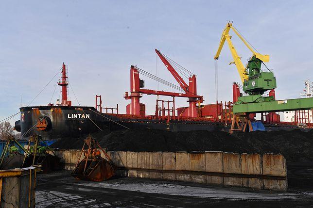 Szczecin. Statek z groźnym koncentratem cynku utknął w porcie