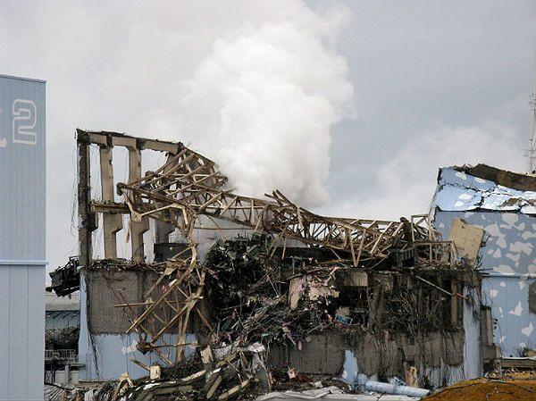 Fragment zawalonego budynku elektrowni w Fukushimie, 15 marca 2011 roku