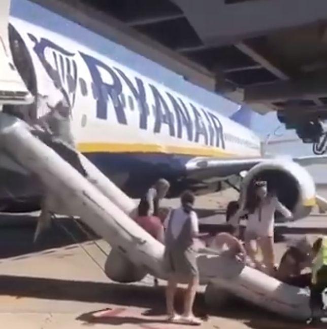 Ewakuacja pasażerów lecących na Ibizę