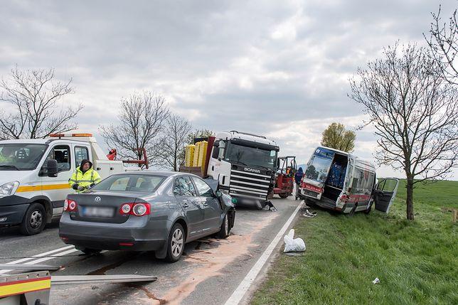 """9 osób rannych, w tym 2 ciężko, po wypadku na krajowej """"35"""""""