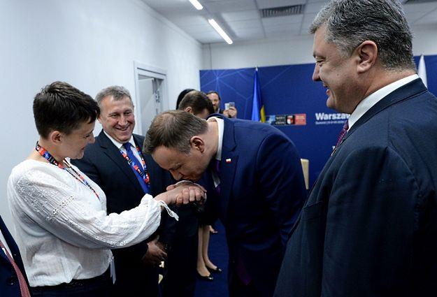 Nadia Sawczenko, ambasador Ukrainy w Polsce Andrij Deszczyca, prezydent RP Andrzej Duda oraz prezydent Ukrainy Petro Poroszenko