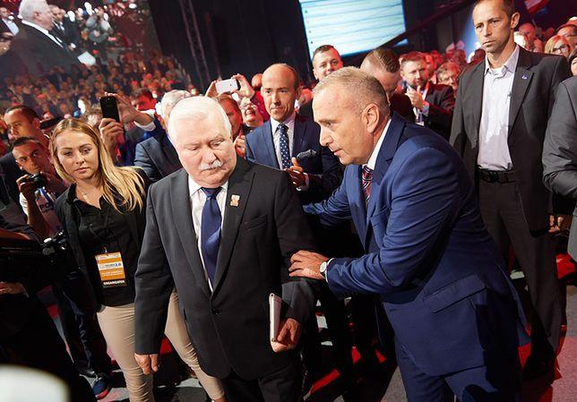 Były prezydent RP Lech Wałęsa i przewodniczący PO Grzegorz Schetyna na Konwencji Krajowej Platformy Obywatelskiej w Gdańsku.