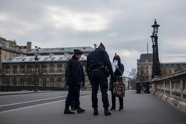 Koronawirus w Polsce. Rząd zaostrza kwarantannę. Na zdjęciu kontrola policji we Francji