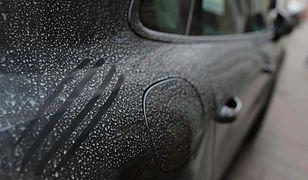 Kierowcy mogą się spodziewać charakterystycznego pyłu na samochodach.