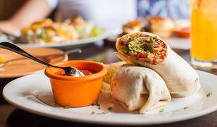 Burrito ze stekiem. Obiad w meksykańskim stylu