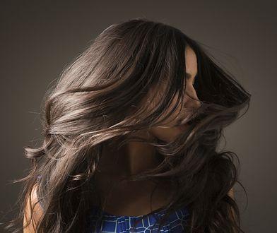 Kremowanie włosów. Próbowałaś tego niezawodnego sposobu dla gładkich pasm?
