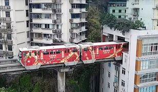 W Chinach to mają rozmach. Linia kolejowa przechodzi przez środek budynku