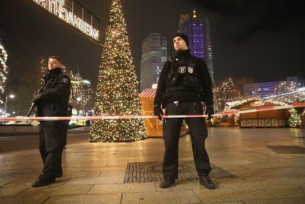 Policjanci w Berlinie w miejscu zamachu