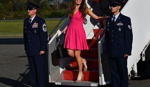 Hope Hicks odpowiedzialna za PR Donalda Trumpa wysiada z Air Force One