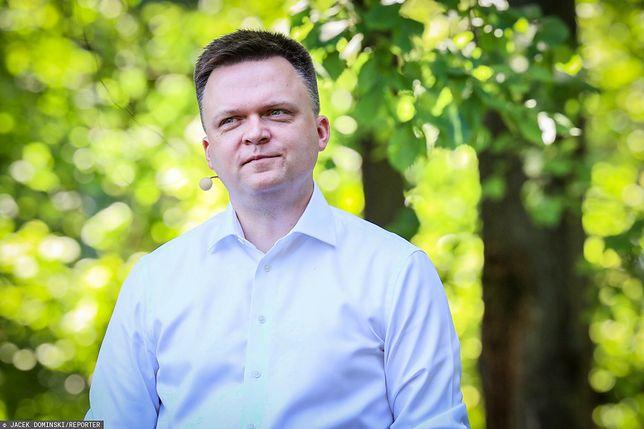 Szymon Hołownia zamieści wpis. Internauci podzieleni, politolog mówi jasno: politykowi nie wypada
