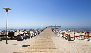 Nadbałtycka plaża na Litwie w Połądze, na północnym-zachodzie kraju