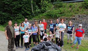 Śląskie. Ponad 30 worków ze śmieciami zebrali wolontariusze i wolontariuszki, idąc szlakiem ze Szczyrku na Klimczok. (UM Bielsko-Biała)