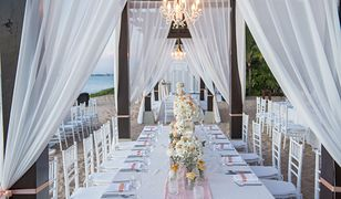 wedding The elegant dinner table on the beach