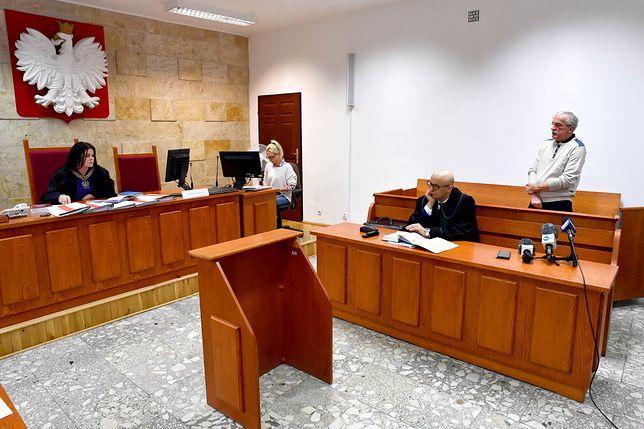 Sąd Rejonowy w Kołobrzegu skazał emeryta za kradzież śliwki w czekoladzie.