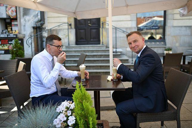 Andrzej Duda i Mateusz Morawiecki na lodach