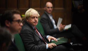 Koronawirus. Wielka Brytania pod gradem kar. Boris Johnson wzywa do dyscypliny