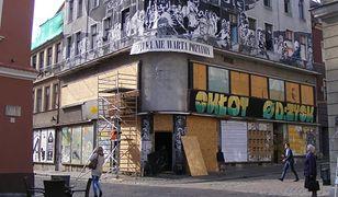 Anarchiści opuścili skłot przy poznańskim Starym Rynku - robotnicy już sprzątają budynek