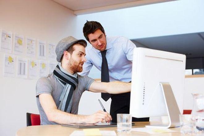 Można pracować w jednej firmie na dwie umowy?