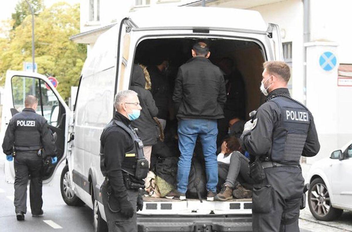 Niemcy. 25 migrantów w busie z Polski