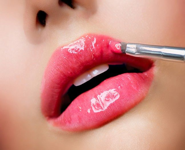Stosuj kosmetyki natłuszczające do ust