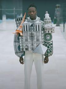 Marzysz o podróży do Paryża? Louis Vuitton: Ubierz się w jego makietę