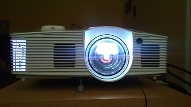 Kino w salonie przestaje być fikcją. Projektor Optoma GT1080E rządzi!