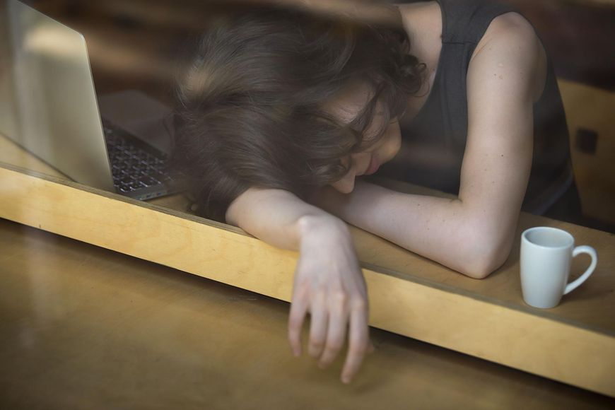 Zmęczenie jest jednym z objawów stanu wypalenia nadnerczy