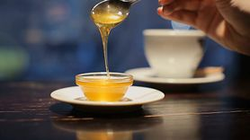 Dlaczego warto pić ocet jabłkowy z miodem? Zalety domowej receptury (WIDEO)