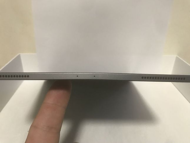 Wygięty iPad Pro z 2018 r. Źródło: MacRumors